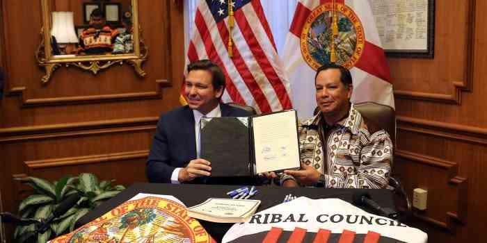 fl governor ron desantis and seminole chief marcellus osceola jr show off new gambling compact